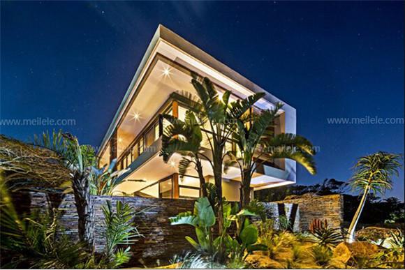 室外效果图五   室外景观的设计除了花草植物的运用之外,灯光