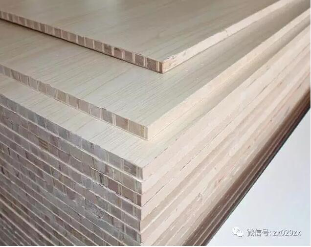 实木条状木块加胶拼接而成,外边免漆板饰面,缺点,只有一个方向是